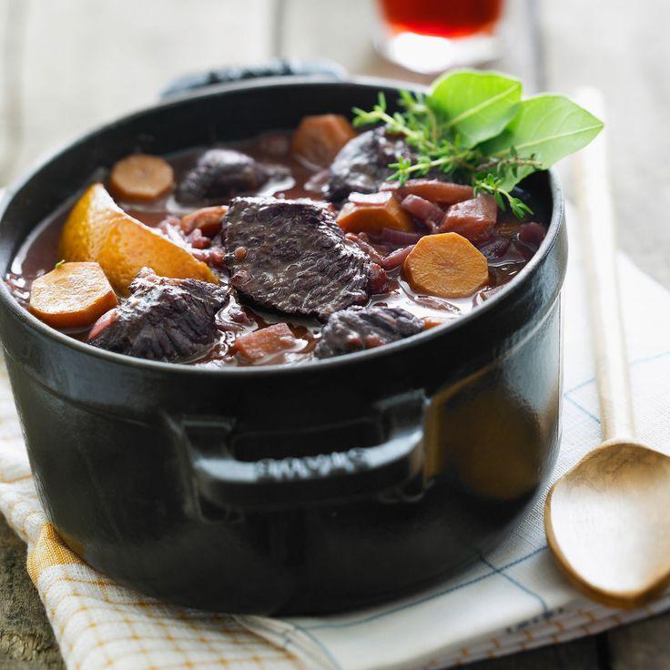 Braisé ou mijoté, le boeuf adore la cuisson à l'étouffée. A la cocotte ou dans un plat à tajine, 15 recettes pour le préparer ou cuisiner ses restes.