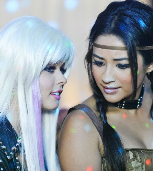 Alison Dilaurentis and Emily Fields Pretty Little Liars Season 2 Episode 13 The First Secret