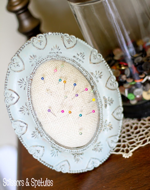 Picture frame pin-cushion. (I already had this in mind for a frame, so I'm glad to see a tutorial that works)