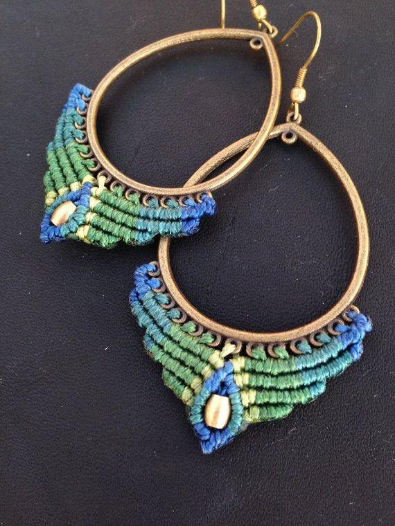 Big tear macrame earrings Peacock earring Tribal por ARTofCecilia