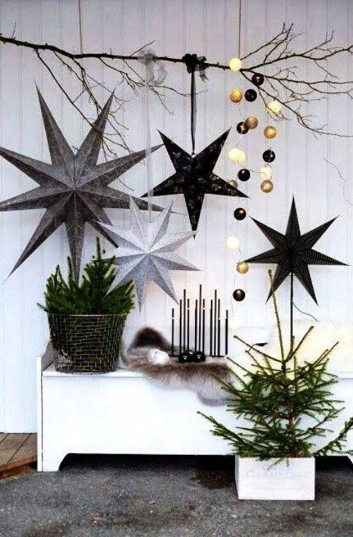 Origami Weihnachtssterne falten und stilvoll in Szene setzen