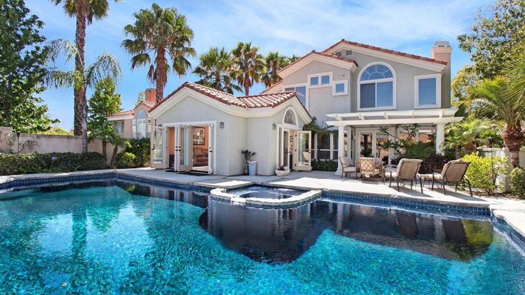 Photo: house/residence of the beautiful sexy cute  3 million earning Los Angeles, California, United States-resident