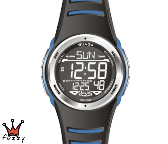 Ανδρικό ψηφιακό ρολόι JAGA, πλήρες αυτόματο ημερολόγιο, αντίστροφη μέτρηση, ξυπνητήρι, ωριαίο ηχητικό σήμα, δεύτερη ζώνη ώρα, προβολή ώρας σε 12ωρη ή 24ωρη βάση, χρονογράφος ακριβείας 1/100 του δευτερολέπτου, φωτισμός οθόνης.  Λουράκι σε μαύρο και μπλε χρώμα από σιλικόνη. Διάμετρος μεταλλικού καντράν 47 mm. Στεγανοποίηση 10ATM: Το ρολόι διαθέτει υδατοπροστασία σε μπάνιο-ντους, απλό κολύμπι στη θάλασσα ή κολύμπι με αναπνευστήρα και γενικά σε απλά θαλάσσια σπορ.