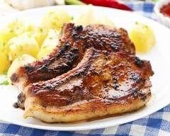 Côtes de porc à la provencale : http://www.cuisineaz.com/recettes/cotes-de-porc-a-la-provencale-50269.aspx