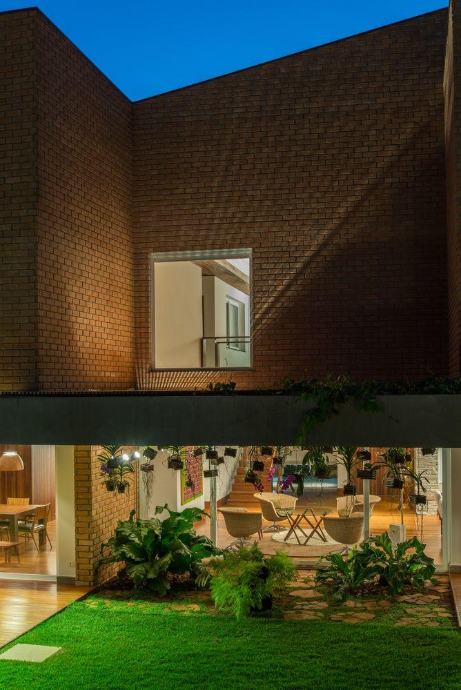 Galeria de Casa de Tijolos / Verri & Galvão Arquitetos brick house - 11