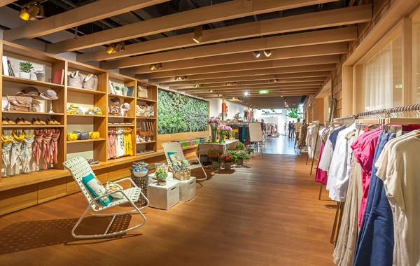 Düsseldorf Esprit Lighthouse store: lively colors and lush green plants creating a friendly shopping atmosphere. #Artemide