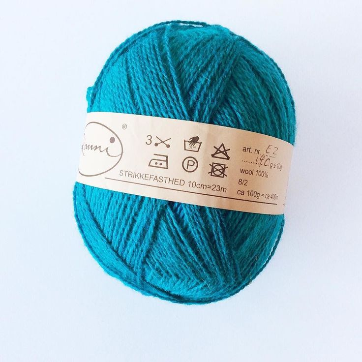 Is it Saturday again? Time sure flies! In todays #stasdivesaturday I have a newly acquired ball of Kauni 8/2 effect yarn to show you. It has long color runs of turqoise teal and blue and I've got a whopping 560 m / 140 g of it! I think I will cast on an asymmetrical shawl with it in a similar shape of my Cinematic. Lots of garter stitch and a wide band of lace sounds like just the thing for this yarn. Do you have new yarn to show?  #knitting #lavischdesigns #breien #yarn…