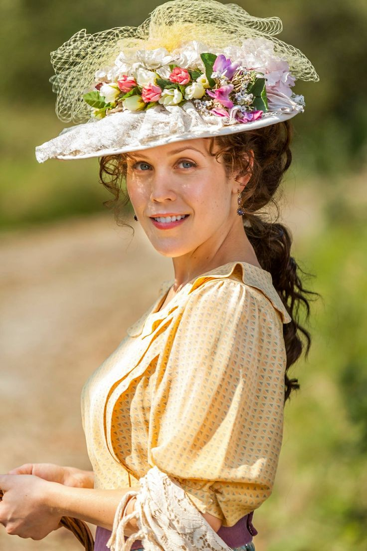 Erin Krakow in When Calls The Heart series