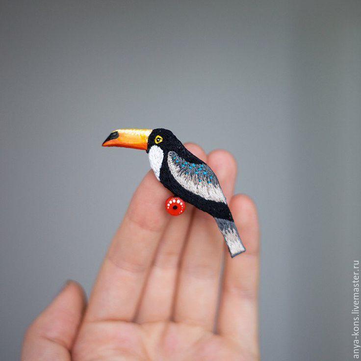 """Купить Брошь """"Тукан"""" - желтый, тукан, птица, брошь птица, брошь с вышивкой…"""