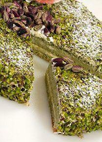 L'#oro verde di #Bronte - Il #pistacchio verde è il saporito tesoro della località siciliana. Una sagra ne celebra virtù e usi in cucina. Assaggiamo alcune specialità locali, dal #pesto alla #torta a base di #ricotta di pecora zuccherata e pan di Spagna
