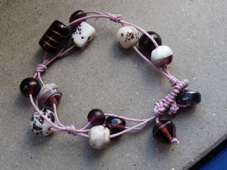 #braccialetto in #cotone con #perle di #vetro #viola