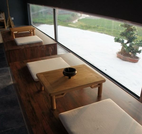 Different areas in China have different daily rituals, For example the southeast part of China values tea ceremonies a lot; In places like Fujian and Hong Kong, people pray a lot, a small praying space is usually set in every family. It would make the hotel local to take these rituals into consideration. Inspirations: Adjust the atmosphere through lighting/music.
