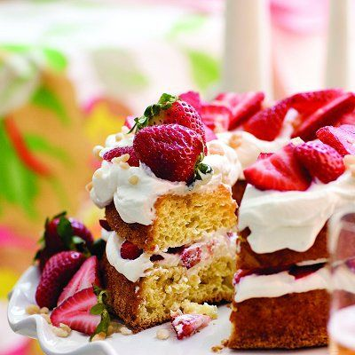 The absolutely perfect, wildly elegant Canada Day dessert: Maple Strawberry Cream Cake.