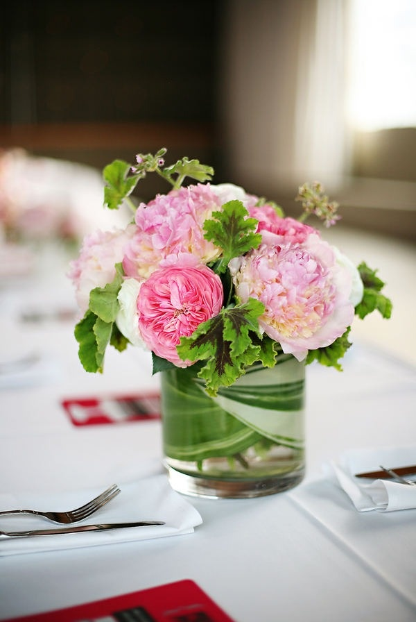 17 best ideas about small flower arrangements on pinterest for Small centerpieces for tables