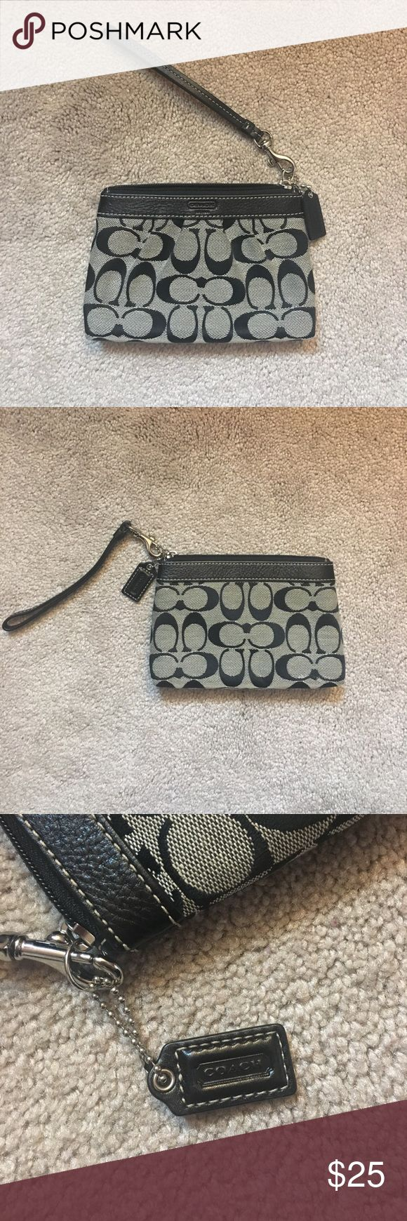 Black Coach Clutch A coach cluch/wristlet in like-new condition! Coach Bags Clutches & Wristlets