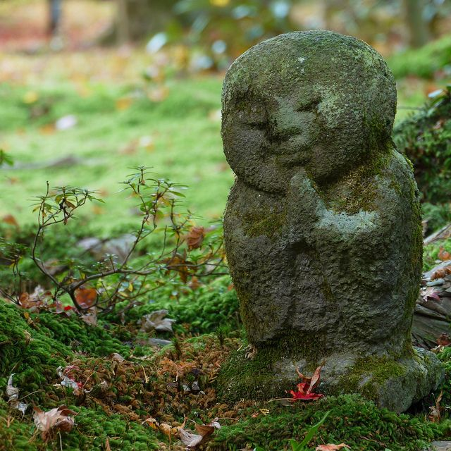 warabe jizo@Sanzen-in #japan #kyoto I love these little guys! I want one for my ailing rock garden (got burnt up in the heatwave this summer). Actually, I want more than one.