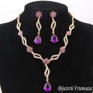 Bijuterii fashion cu cristale violet http://www.bijuteriifrumoase.ro/cumpara/bijuterii-fashion-cu-cristale-violet-799