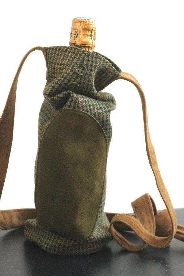 récupération d'une manche de veste d'homme pour en faire un sac à bouteille.   Redo: an old men's jacket turned into a bottle's bag.