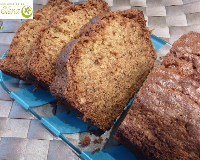 Bizcocho de plátano Aproveché esta receta que tenía apuntada del blog pasen y degusten ya que tenía unos cuantos plátanos demasiado maduros. Es fácil de hacer y queda bueno.  http://www.lospostresdeelena.com/2013/03/bizcocho-de-platano.html