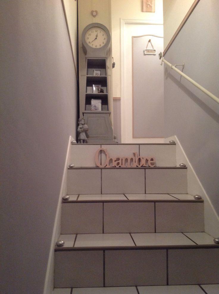 Escaliers/couloir(gris,blanc et vieux rose)