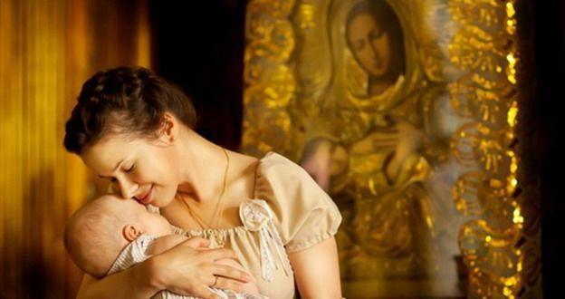 Bine fac mamele care, alăptându-și pruncii, cântă rugăciuni către Maica Domnului | La Taifas