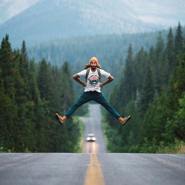 Hiking | Jumping across the road back into wilderness ... hike on!