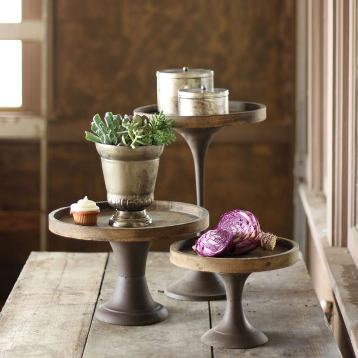 Create your own art show on top of these stunning, slender pedestals. The tops are made of knotty aged wood, then perfectly placed on slim, weathered metal bases for a classic, yet rustic look.