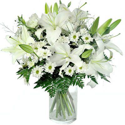 #BATTESIMO Per ringraziare dell'invito ricevuto si possono inviare dei fiori ai genitori del bimbo. La tradizione prescrive che i fiori siano bianchi, anche se oggi è un gradito omaggio festeggiare con un mazzo rosa per le femminucce o azzurro per i maschietti.