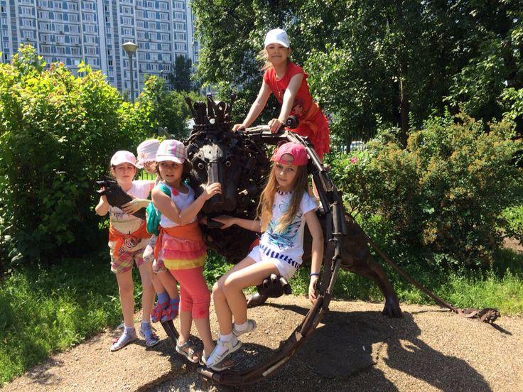 """Дети обожают гулять с друзьями!!:) Летний лагерь """"Подсолнух"""" в Свиблово."""