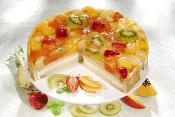 Jelly cake with fruits