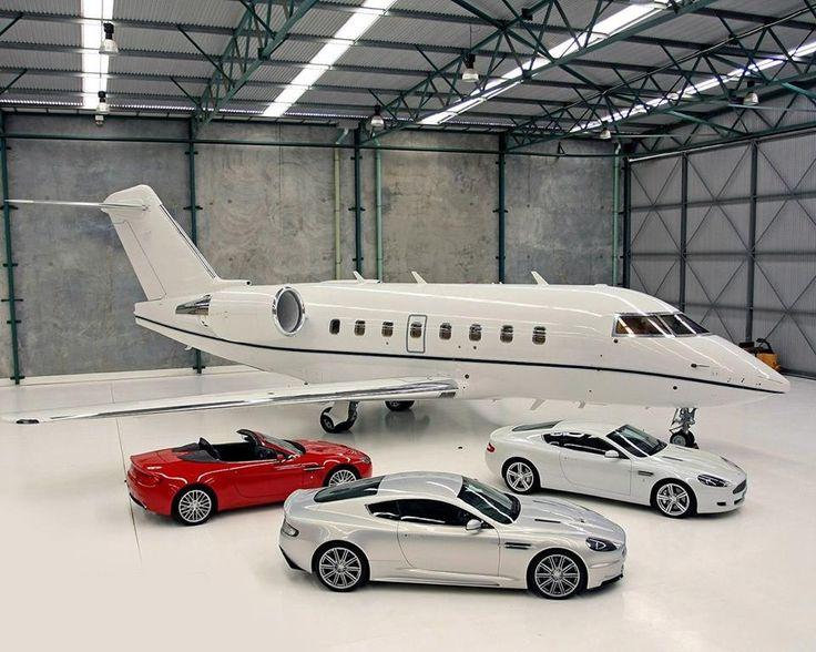 Nos vamos de excursión en nuestro Jet privado? O de paseo en uno de nuestros coches deportivos?