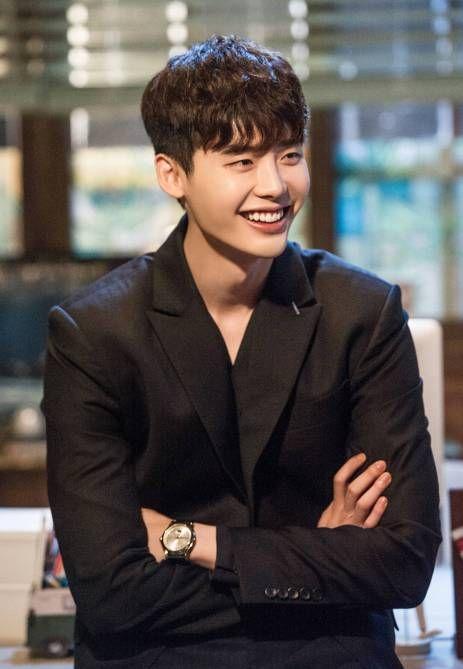 Lee Jong Suk é adorável e brincalhão nos bastidores do drama 'W' – Kpoppers States