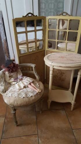 frans antiek boudoir tafeltje, H 73 B50,5 D38,5 en frans antiek boudoir stoeltje H61 B50