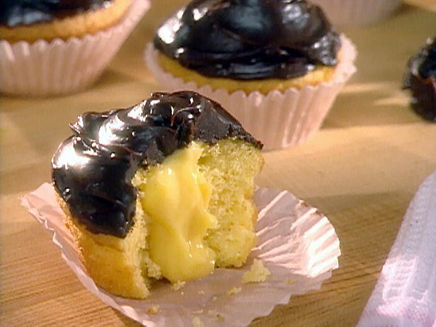 1 1/4 cups cold whole milk  1 (3.4-ounce) box vanilla instant pudding and pie filling mix  1 tablespoon pure vanilla extract  12 pre-made cupcakes baked from a cake mix  1 cup heavy cream  1 (12-ounce) package semisweet chocolate morsels  1/4 cup powdered sugar, sifted