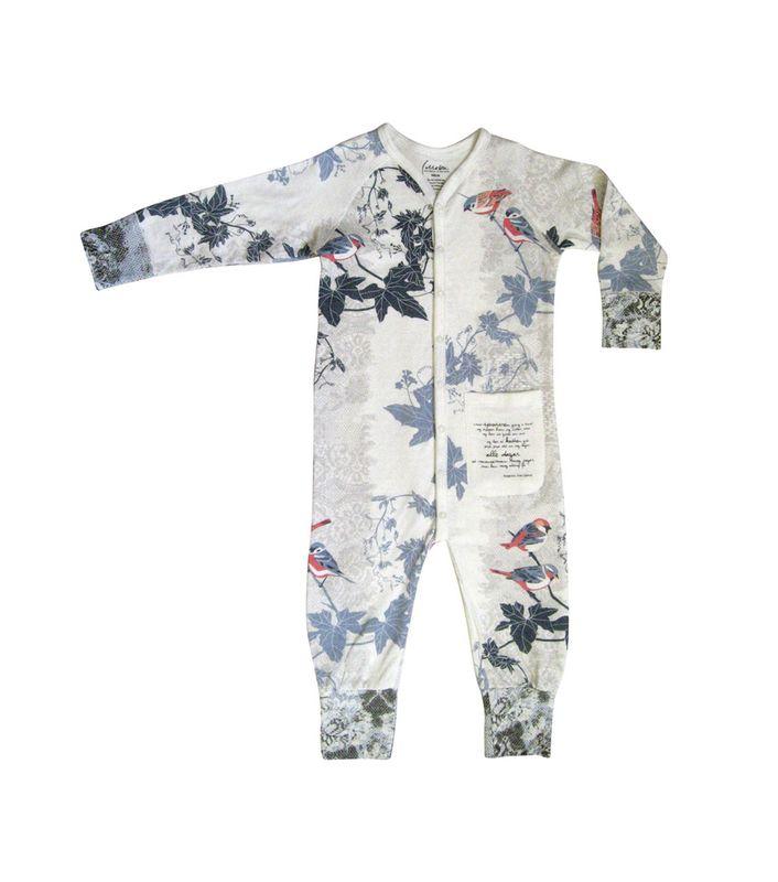 Herlig pysjamas! De minste størrelsene (50, 56, 62, 68) har doble mansjetter på armer og ben, slik at man kan dekke fot eller hånd helt. Rask levering!