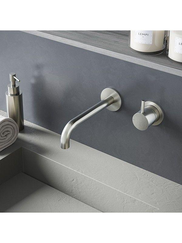 deze bij wastafel badkamer en bij fontein toilet, in brushed brass