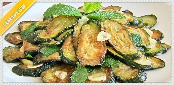La ricetta, facile e veloce, delle zucchine alla scapece alla napoletana. Un piatto primaverile, semplice, ma molto gustoso e amato da tutti i napoletani.
