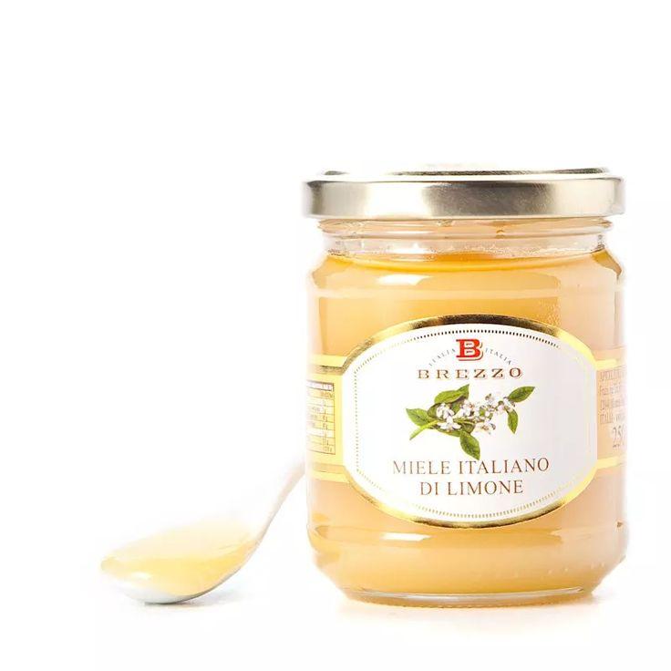 MIELE DI LIMONE •  Vasetto da 250 g. Il miele di limone viene prodotto solamente in una ristretta zona della Sicilia orientale, in quanto è molto raro trovare piantagioni di limoni così estese da permettere la produzione di un miele di limone puro. Ha un gusto rinfrescante e pungente.