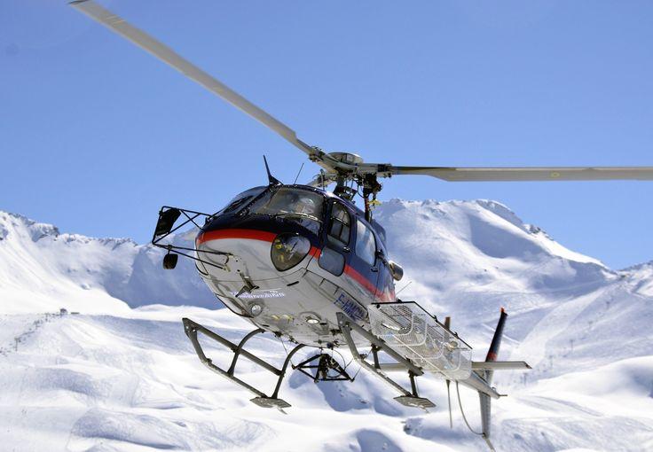 Survolez le Mont Blanc à lors d'un baptême hélicoptère au départ de l'hélicport des Arcs 2000, Bourg Saint Maurice en Savoie à partir de 189€ par personne.