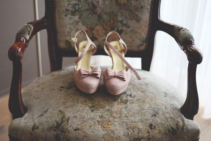 Anouk Fotografeert / Sebastiaan&Sanne / bruiloft / schoenen / roze / vintage