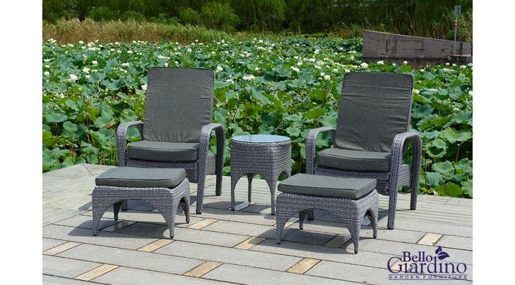 Ez a Bello Giardino műrattan kerti fotel + lábtartó + asztalka napozó szett nagyon kényelmes, stílusos, és emellett praktikus is, hiszen bármelyik darabja könnyen áthelyezhető, a lábtartók pedig akár külön, üldögélésre is használhatók. A fonat