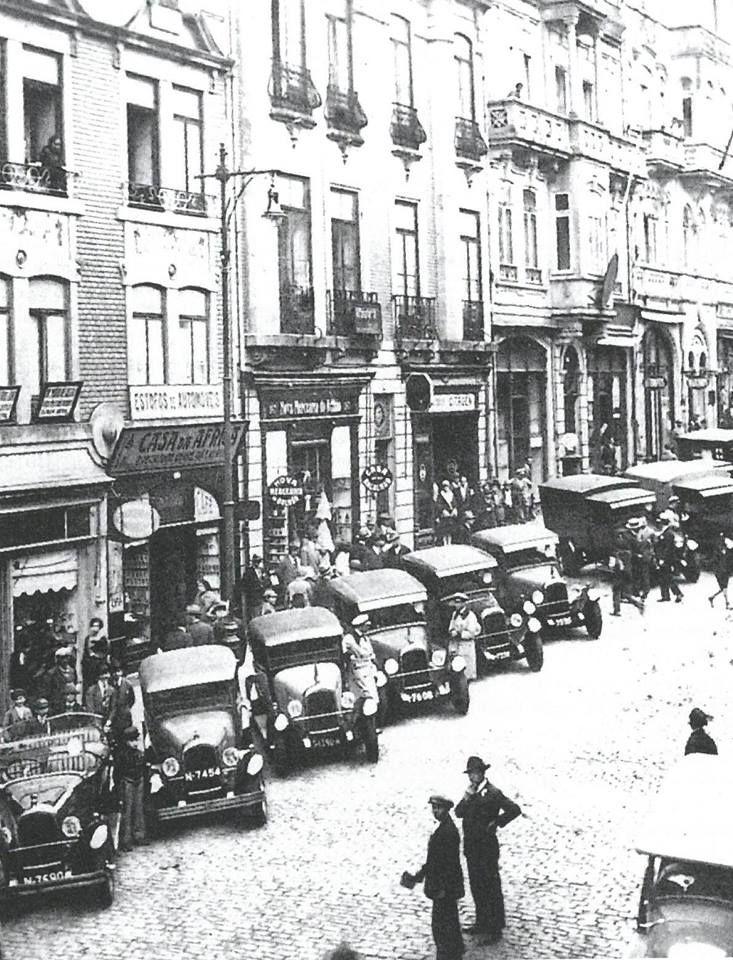 Rua de Sá da Bandeira nos inícios da década de 1930. www.webook.pt #webookporto #porto #vintage