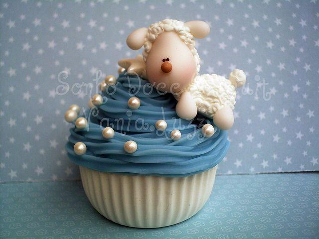 *COLD PORCELAIN ~ Cupcake ovelhinha para Ana Clara by Sonho Doce Biscuit *Vania.Luzz*, via Flickr