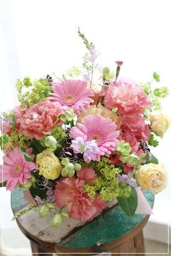 【今日の贈花】テーブルに飾るお誕生日アレンジ Flower note の 花日記 (横浜・上大岡 アレンジメント教室)