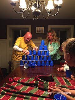 """Pirámide de vasos. De la  colección de juegos del tipo """"1 minuto para ganar"""""""