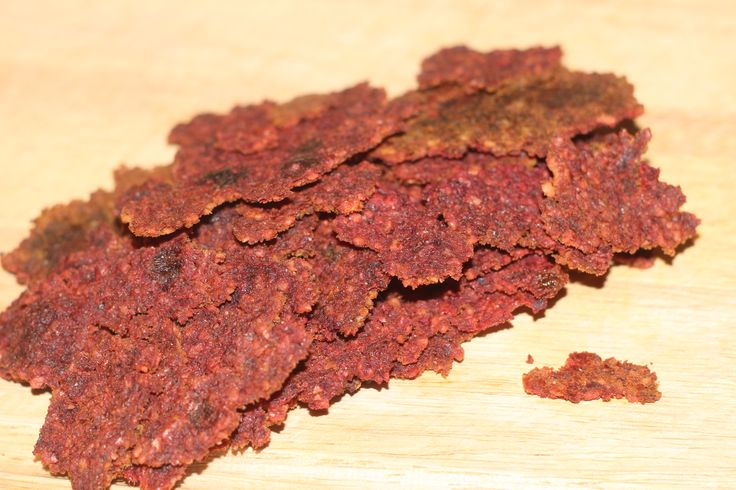 Nope, not beef jerky. It's B-E-E-T jerky. The name is a little misleading, because it is in no way chewy like beef jerky. This raw food snack is crispy and delicious. I came across this recipe from a local artist, Keith, who's wife is a natural foods chef.