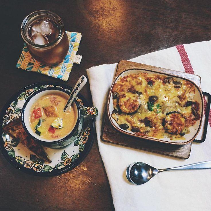 namiさんはInstagramを利用しています:「*** お昼の残りのアレンジメニュー 暑いのにドリア✨ * トマトミルクスープはトマト缶よりも丸ごとが美味しい * #夕食 #夜ごはん #weck #polishpottery #pygmalionshokai #foglinenwork #tunnypot #ましかくトレイ #ポーリッシュポタリー #ポーランド食器 #ポーランド陶器 #キッシュ #ドリア #夏野菜」
