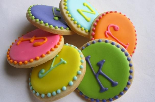 Monogram Dot Sugar Cookies are a Cute and Crafty Party Favor