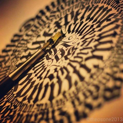 29 ejemplos de Caligramas increíbles.  http://calligraphymasters.com/29-examples-of-outstanding-calligraphy-calligrams/