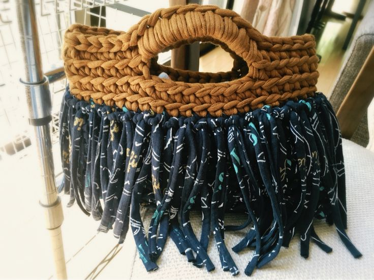 T-shirt yarn bag with fringes